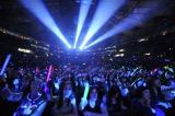 マディソン・スクエア・ガーデンに熱狂的なファン1万2000人が集結