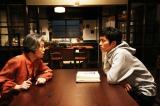 映画『ツナグ』で孫と祖母役で共演となった松坂桃李と樹木希林(左)