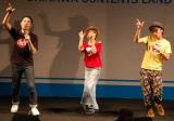 「LOVEマシーン」を披露するヤグラジ(矢口真里とオリエンタルラジオ) (C)ORICON DD inc.