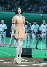 プロ野球パ・リーグ開幕戦、ソフトバンク-オリックスの試合前に国歌独唱した植村花菜