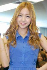 サマンサタバサグループの入社式にサプライズで登場したAKB48・板野友美 (C)ORICON DD inc.