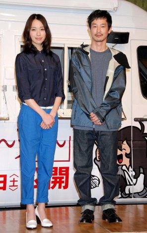 映画『劇場版 SPEC〜天〜』餃子ワゴン出発式イベントに出席した(左から)戸田恵梨香、加瀬亮 (C)ORICON DD inc.