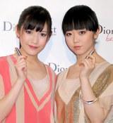 渡辺麻友(左)と峯岸みなみ(右) (C)ORICON DD inc.