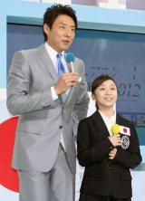 松岡と並び小柄さがより際立った高橋選手 (C)ORICON DD inc.