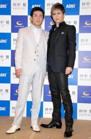 芸能活動40周年記念パーティーおよび29年ぶりのCD発売お披露目会を都内で行った田中健(左)と、お祝いに駆けつけたGACKT (C)ORICON DD inc.