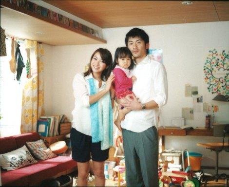 カゴメ『野菜生活100』の新CM「共働きの朝」篇に出演する内山理名(左)と永岡佑(右)