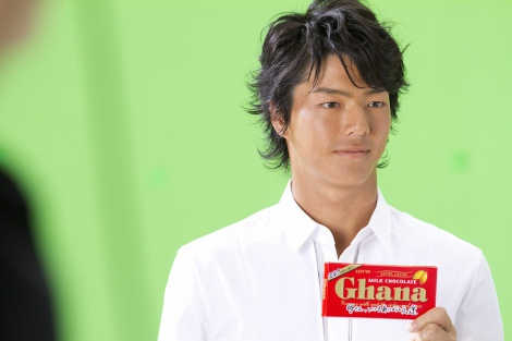 【メイキング】ロッテ『ガーナミルクチョコレート』の新CM「母の日篇2012」に出演する石川遼選手