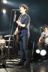 初の単独ライブで全11曲を熱唱した藤巻亮太