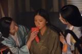 大河ドラマ『平清盛』で町でスカウトされ時代の寵児に愛される常盤を演じる武井咲(C)NHK