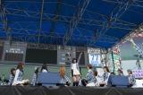 握手会前に全9曲を披露したAKB48