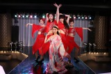 ショーパブ『マスカレード』のトップダンサー・沙耶香(剛力彩芽)の代役として摩子がステージに立つことになる回も (C)テレビ朝日