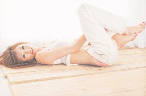 『PJ』初夏号で下着姿を表紙を飾る矢野未希子