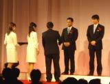 表彰式のアテンドを行うイベコンたち。