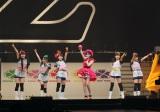 横浜アリーナで行われたももいろクローバーZのコンサートにAKB48の指原莉乃がサプライズで登場(左から)佐々木彩夏、有安杏果、百田夏菜子、指原莉乃(AKB48)、玉井詩織、高城れに