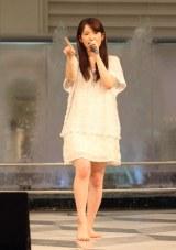 小松未可子が噴水広場でデビューイベント