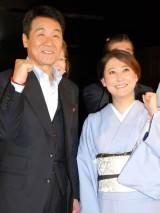 五木ひろし(左)の新曲「夜明けのブルース」発表会にゲストとして登場した友近 (C)ORICON DD inc.