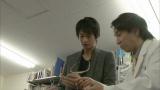 順天堂大学の森田照正准教授に医療指導を受ける向井理 (C)TBS