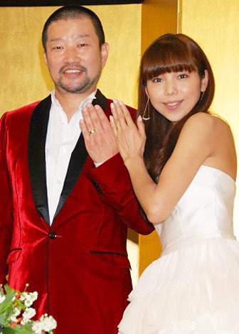 サムネイル 結婚披露パーティー当日を迎え、幸せいっぱいの木村祐一・西方凌夫妻 (C)ORICON DD inc.