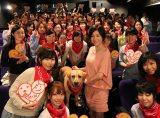 広末涼子が参加した、まさお君を囲んでハーレム状態の女子会試写会の様子。(映画『LOVE まさお君が行く!』より)