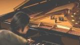 辻井伸行が演奏するピアノの中で歌う松田聖子と楽団員/CMカット
