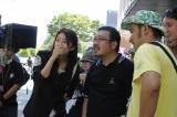 【撮影の様子】自らエキストラを希望した竹内結子(左)