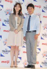 記者発表会に出席した加藤と伊藤淳史の2ショット (C)ORICON DD inc.