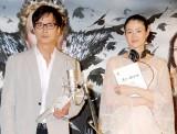 (左から)椎名桔平、小雪 (C)ORICON DD inc.