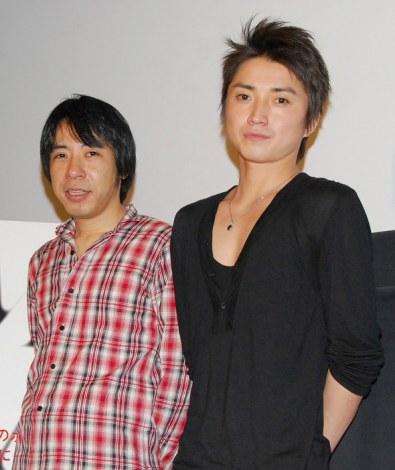映画『I'M FLASH!』マスコミ完成披露試写会舞台挨拶に登場した(左から)豊田利晃監督、藤原竜也 (C)ORICON DD inc.