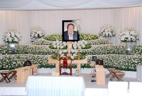 今月3日に米ハワイの事故で急死した長良じゅん会長の祭壇の様子 (C)ORICON DD inc.