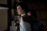 映画『HOME 愛しの座敷わらし』(公開中)のワンシーン (C)2012「HOME 愛しの座敷わらし」製作委員会