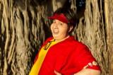 『セロのマジカル・バケーション in Hawaii』に登場するセロのいとこ:タイニー Photographer: Mark Arbeit Hair & Make-up: Laine Sykes Stylist: Elinor
