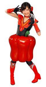アカピーマンジャー(赤ピーマン)に扮する渡辺麻友