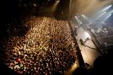 満員の1800人の観客は大盛上がり!