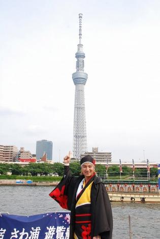 東京・隅田川上でスカイツリーをバックに『YOSAKOIソーラン祭り・水上PR大作戦』を行った遊助 (C)ORICON DD inc.
