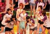 アイドリング!!!2期生と森田涼花(中央)(C)ORICON DD inc.