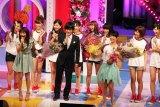 番組MCのバカリズムとアイドリング!!!卒業生の滝口ミラも卒業を祝福(C)ORICON DD inc.