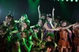 秋元才加、板野友美らチームKメンバーに囲まれてパフォーマンス(C)AKS