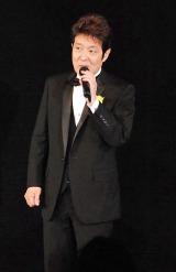 自身の50周年記念謝恩パーティーで歌唱披露した舟木一夫 (C)ORICON DD inc.