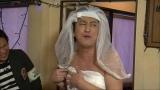 ウエディングドレス姿のブラックマヨネーズ・吉田敬