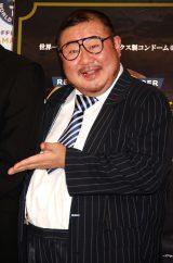 オカモト『003(ゼロゼロスリー)』ギネス認定イベントに出席した芋洗坂係長 (C)ORICON DD inc.