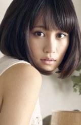 2ndシングル「君は僕だ」が初日売上首位を獲得した前田敦子