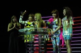 MTVの音楽授賞式『MTV VIDEO MUSIC AWARDS JAPAN(VMAJ)2012』にて最優秀新人アーティストビデオ賞を受賞した2NE1 写真提供: MTV Networks Japan