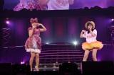 """はるな愛と""""Wあやや""""を披露したHKT48・指原莉乃"""