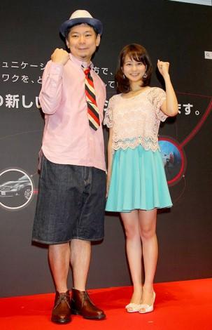 『日産ソーシャルメディアプロジェクト』発表イベントに出席した鈴木おさむと高見侑里 (C)ORICON DD inc.