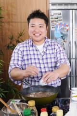 ケンタロウに代わって『男子ごはん』にレギュラー出演することになった栗原心平氏(C)テレビ東京