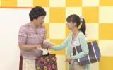 Web限定動画で息もぴったりのコントを披露する尾野真千子と中川家・礼二(左)/『団地』篇