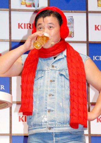 『キリン アイスプラスビール』の新商品発表会で商品を試飲するスギちゃん (C)ORICON DD inc.