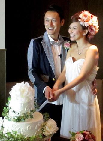 サムネイル 6月11日に行われた真山景子&元俳優・北村栄基さんの結婚パーティーの模様