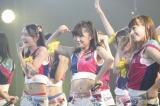 HKT48のメンバーとして劇場公演に初出演した指原莉乃(中央)(C)AKS