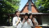 7月18日放送の『いい旅夢気分』で軽井沢を訪れた(左から)中村由真、浅香唯、大西結花(C)テレビ東京